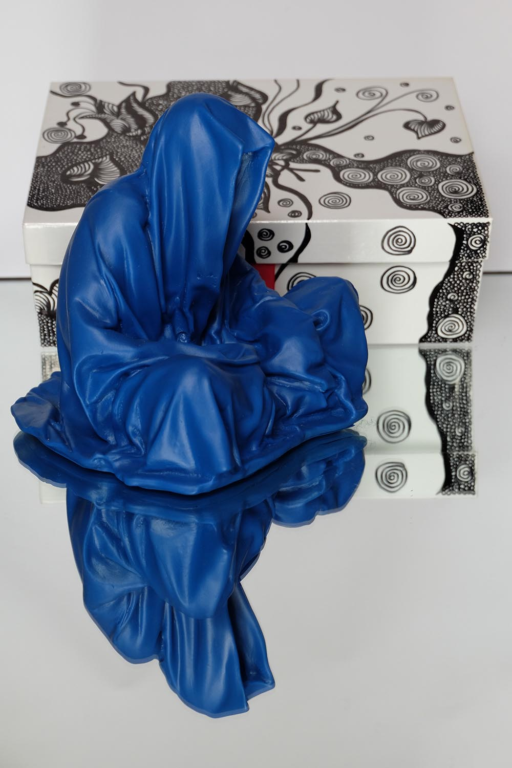 guardians of time manfred kielnhofer pink box rosa rot silvia l lueftenegger contemporary art design sulpture 2965xx