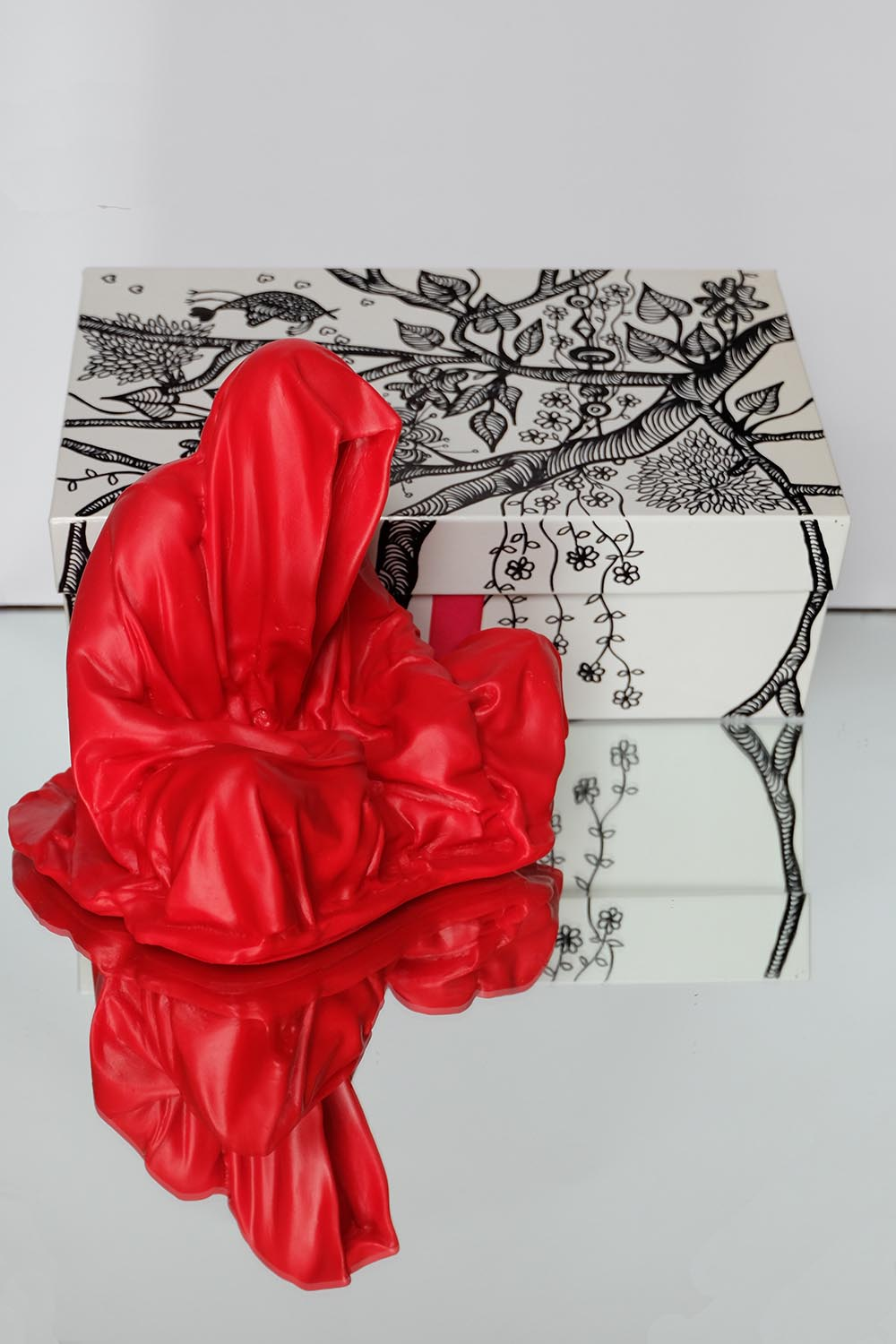 guardians of time manfred kielnhofer pink box rosa rot silvia l lueftenegger contemporary art design sulpture 2968xx
