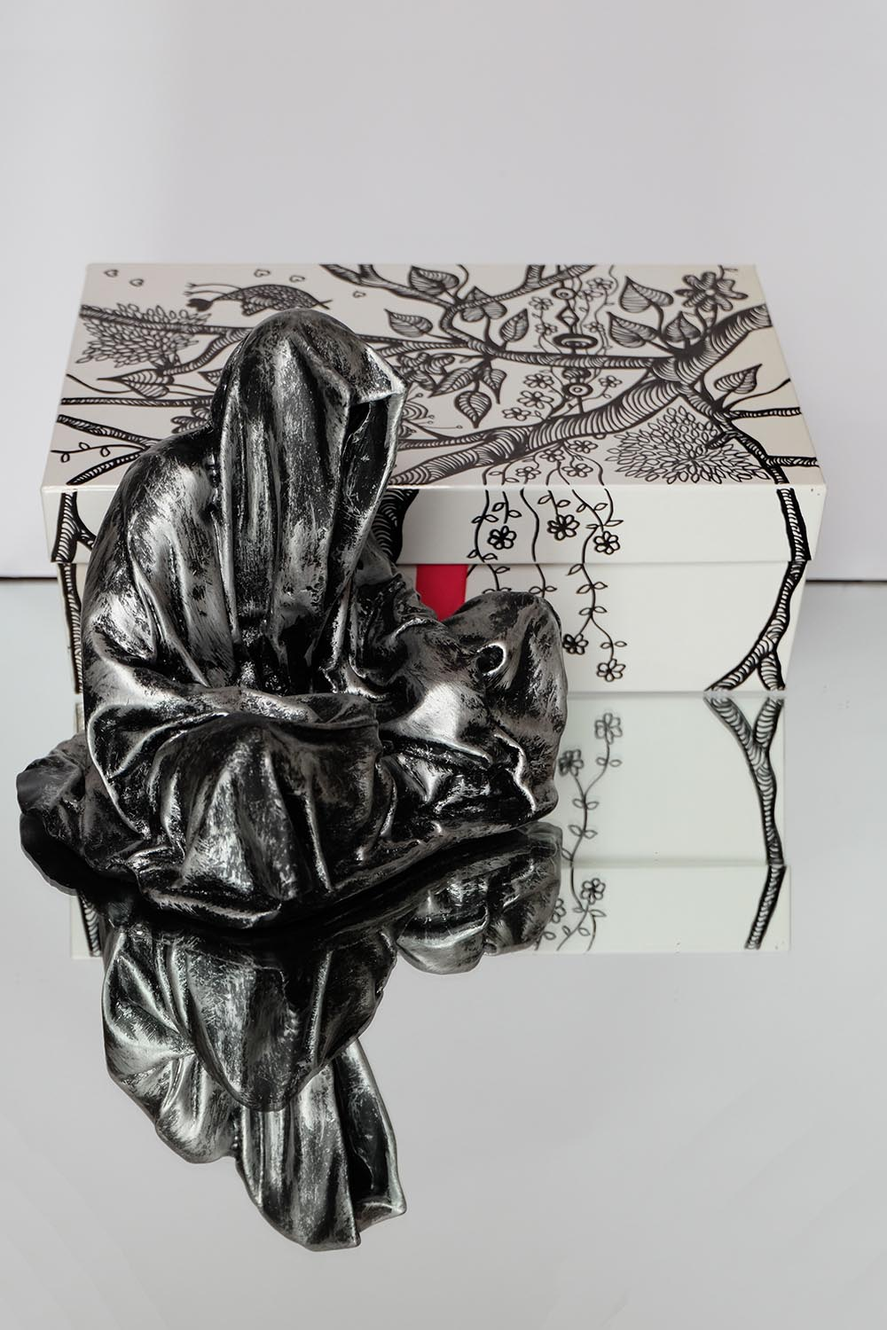 guardians of time manfred kielnhofer pink box rosa rot silvia l lueftenegger contemporary art design sulpture 2971xx