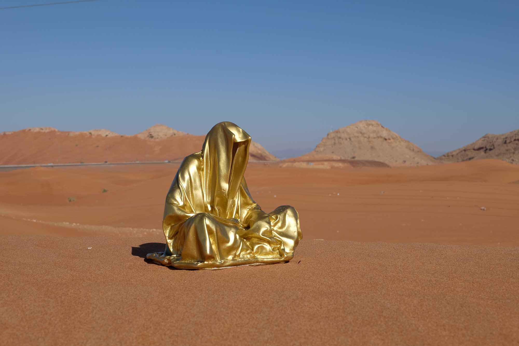 dubai emirates big red dessert guardians of time manfred kielnhofer contemporary art modern design lifesize sculpture statue bronce plastic 9449