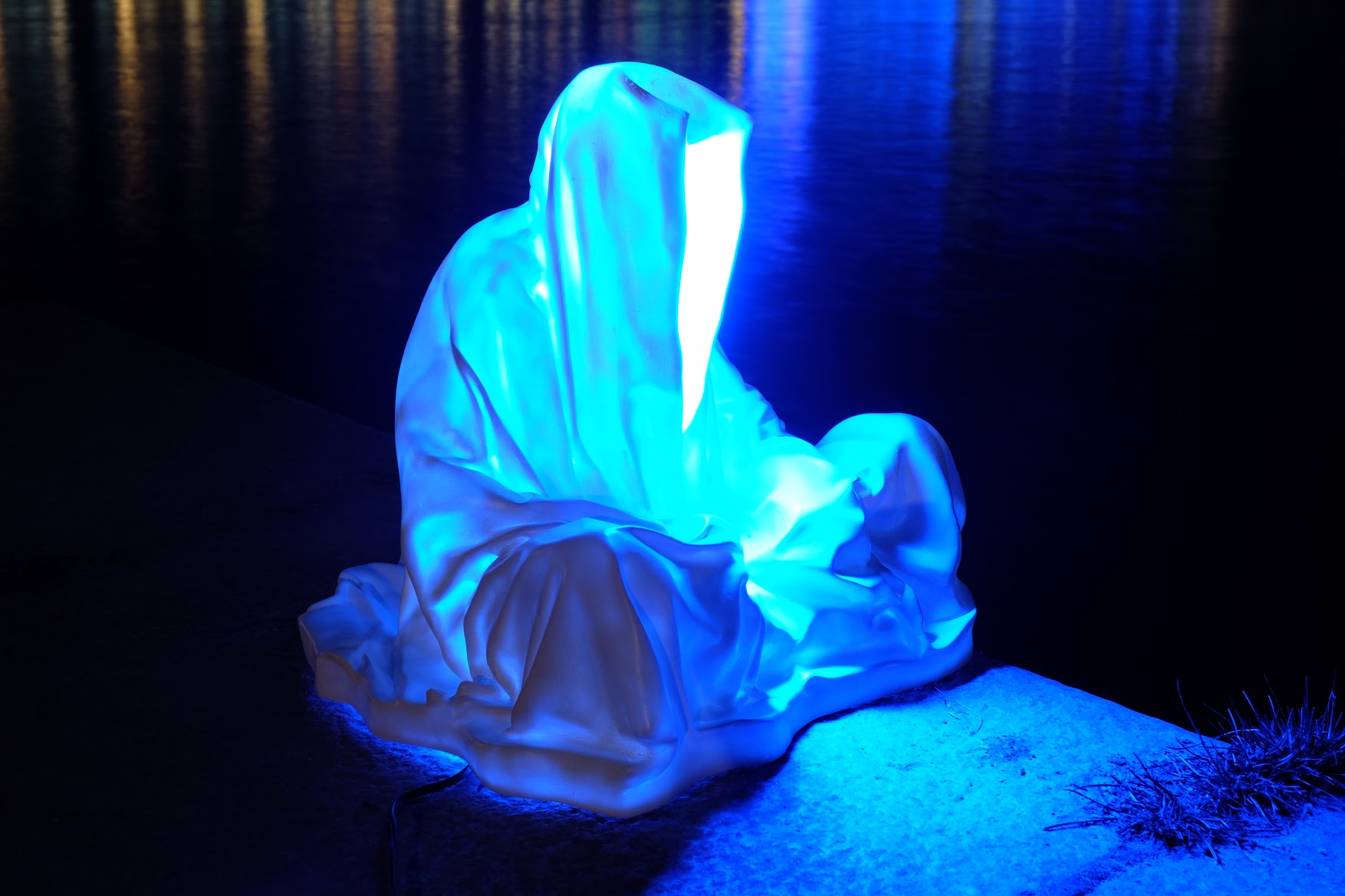 guardians of time manfred kielnhofer linz light art contemporary art sculpture statue modern design lamp light lumina 1791
