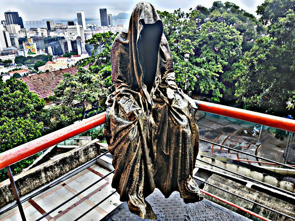 guardians of time manfred kili kielnhofer modern sculpture contemporary fine art design arts statue faceless religion rio de janeiro trio sculpture olympic games