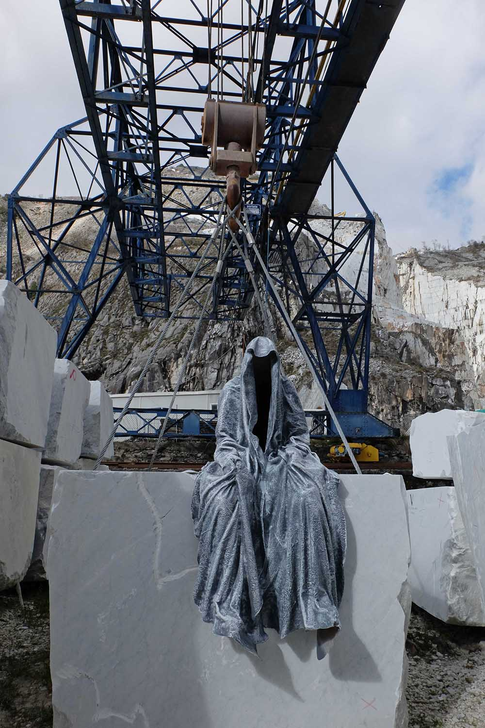guardians of time manfred kili kielnhofer modern sculpture contemporary fine art design arts statue faceless religion stone marble carrara 0958