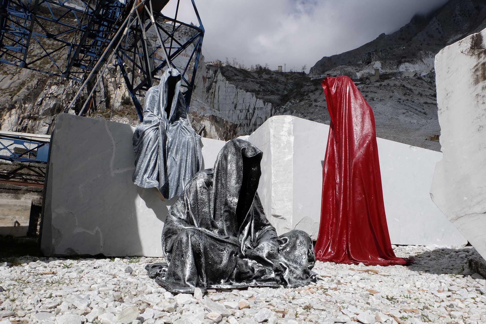 guardians of time manfred kili kielnhofer modern sculpture contemporary fine art design arts statue faceless religion stone marble carrara 0998