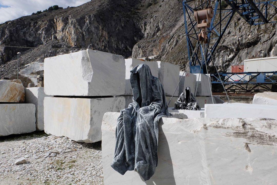 guardians of time manfred kili kielnhofer modern sculpture contemporary fine art design arts statue faceless religion stone marble carrara 1