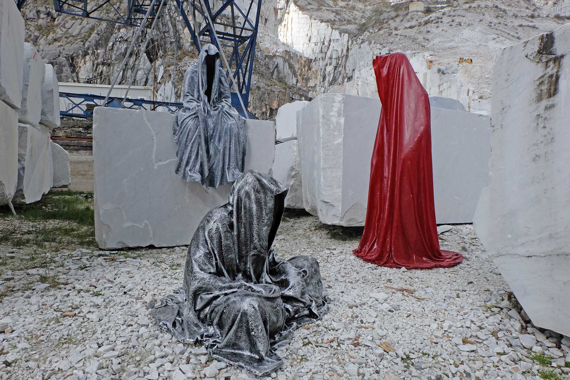 guardians of time manfred kili kielnhofer modern sculpture contemporary fine art design arts statue faceless religion stone marble carrara 1011