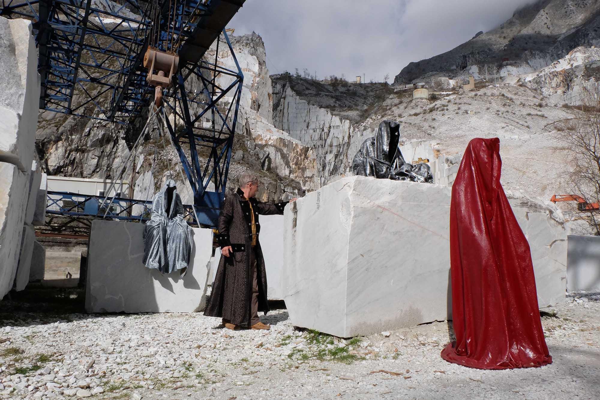 guardians of time manfred kili kielnhofer modern sculpture contemporary fine art design arts statue faceless religion stone marble carrara 1048