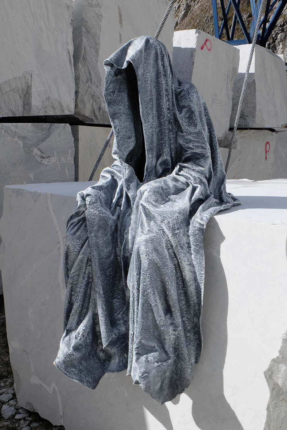 guardians of time manfred kili kielnhofer modern sculpture contemporary fine art design arts statue faceless religion stone marble carrara 1119