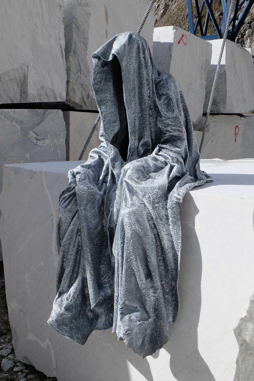 guardians of time manfred kili kielnhofer modern sculpture contemporary fine art design arts statue faceless religion stone marble carrara 1119