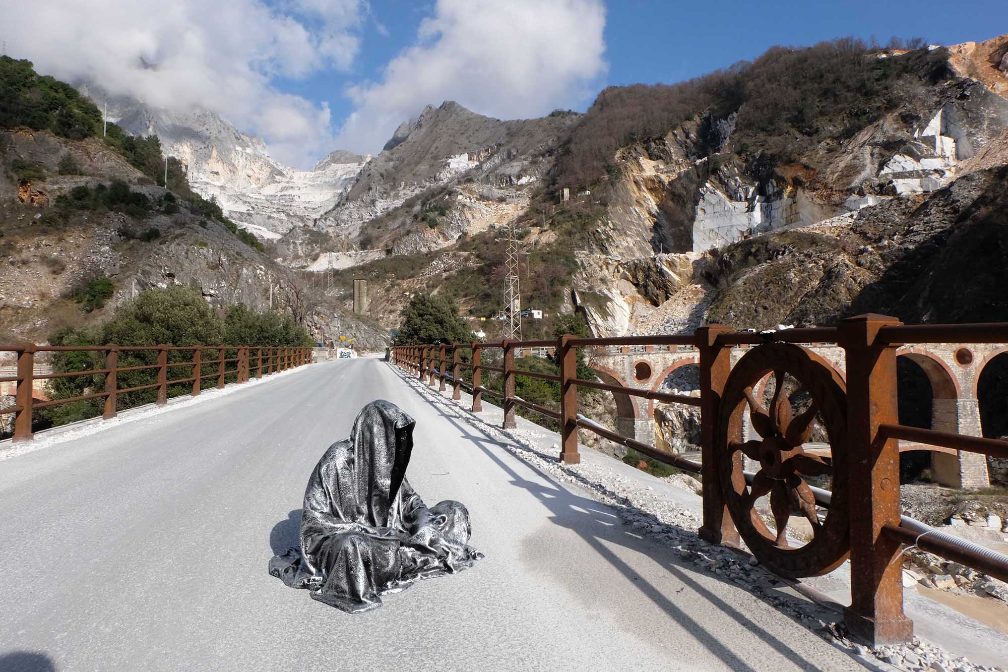 guardians of time manfred kili kielnhofer modern sculpture contemporary fine art design arts statue faceless religion stone marble carrara 1295
