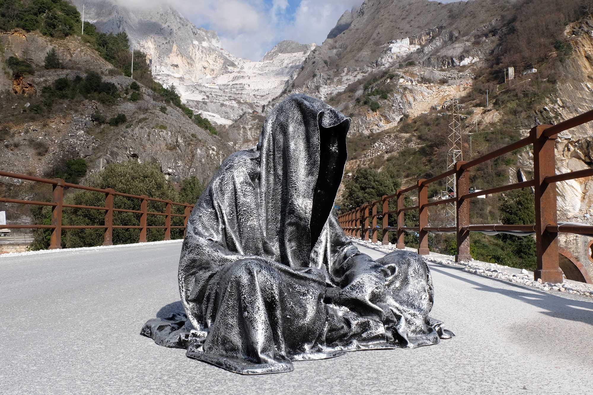 guardians of time manfred kili kielnhofer modern sculpture contemporary fine art design arts statue faceless religion stone marble carrara 1299