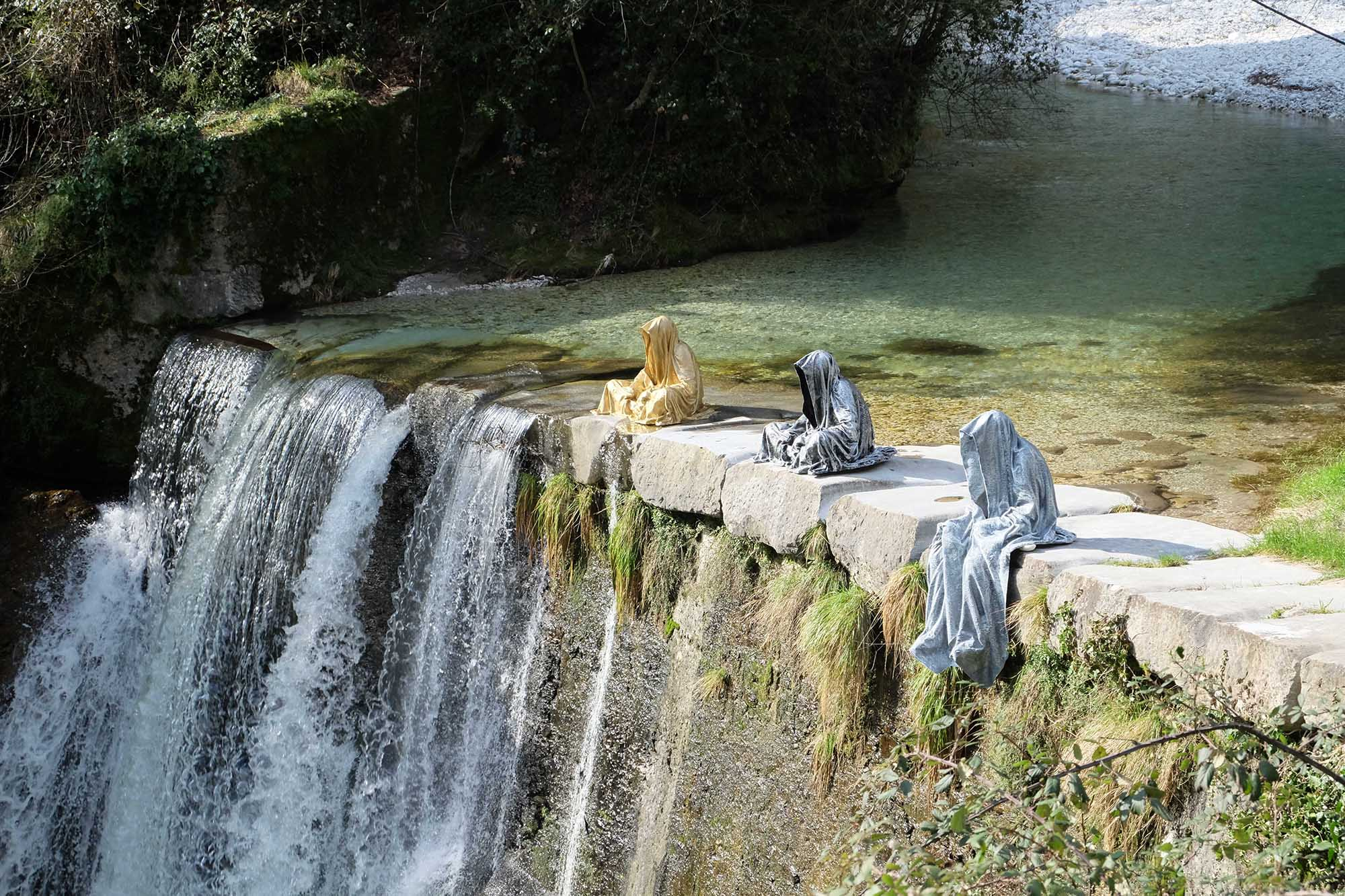 guardians of time manfred kili kielnhofer modern sculpture contemporary fine art design arts statue faceless religion stone marble carrara 1546