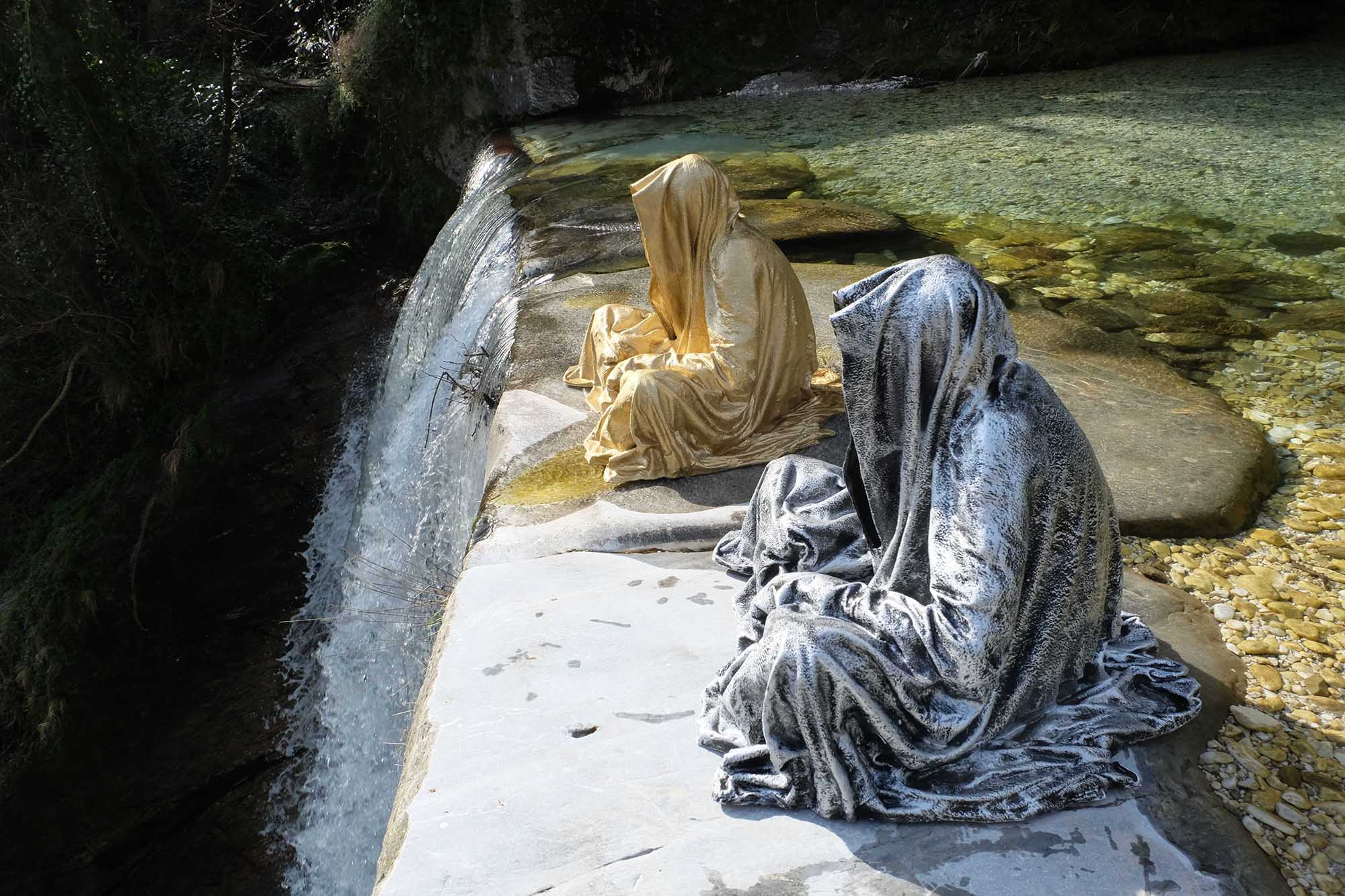 guardians of time manfred kili kielnhofer modern sculpture contemporary fine art design arts statue faceless religion stone marble carrara 1555
