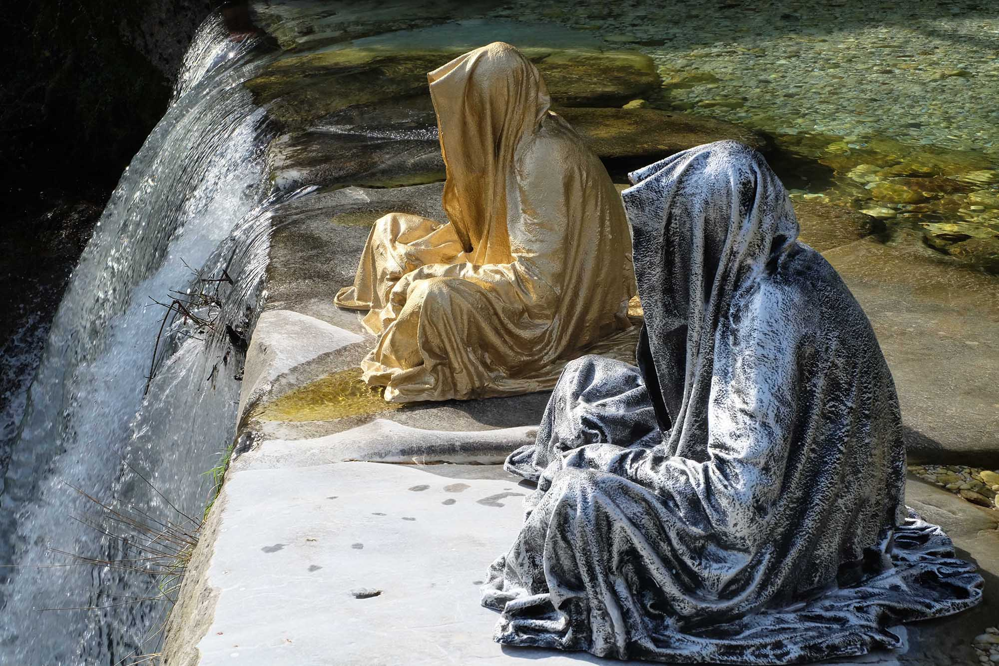 guardians of time manfred kili kielnhofer modern sculpture contemporary fine art design arts statue faceless religion stone marble carrara 1569