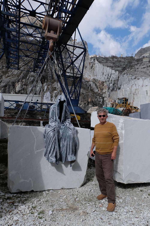 guardians of time manfred kili kielnhofer modern sculpture contemporary fine art design arts statue faceless religion stone marble carrara 4810
