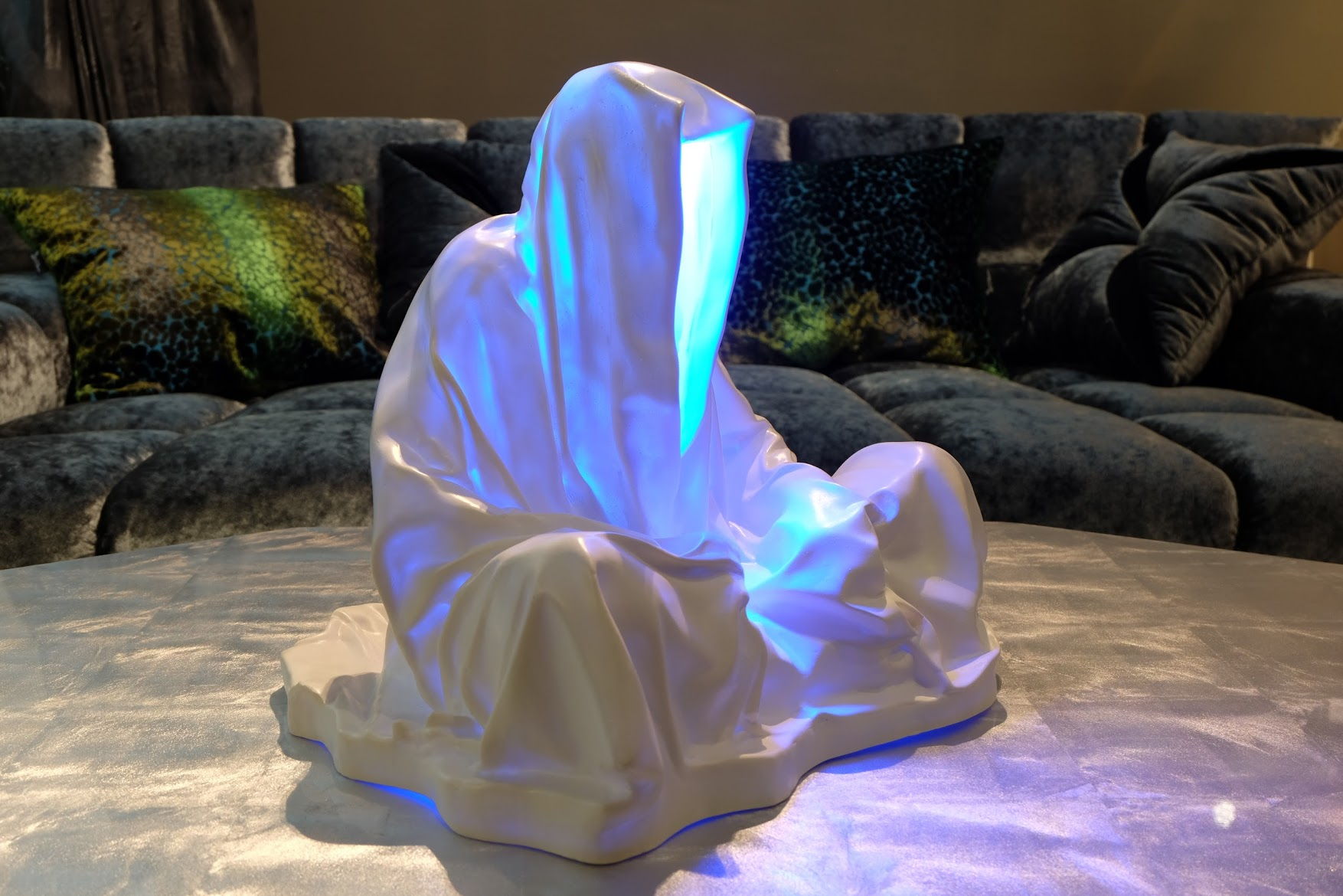 guardians of time manfred kielnhofer linz light art contemporary art sculpture statue modern design lamp light lumina 1870