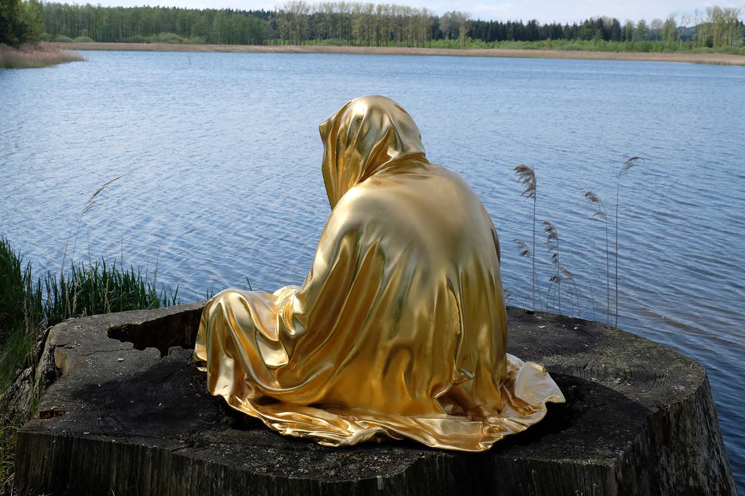 guardians of time by manfred kielnhofer kili contemporary art fine arts modern design artist sculpture statue form shape faceless gold silver bronze stone marble show 2116