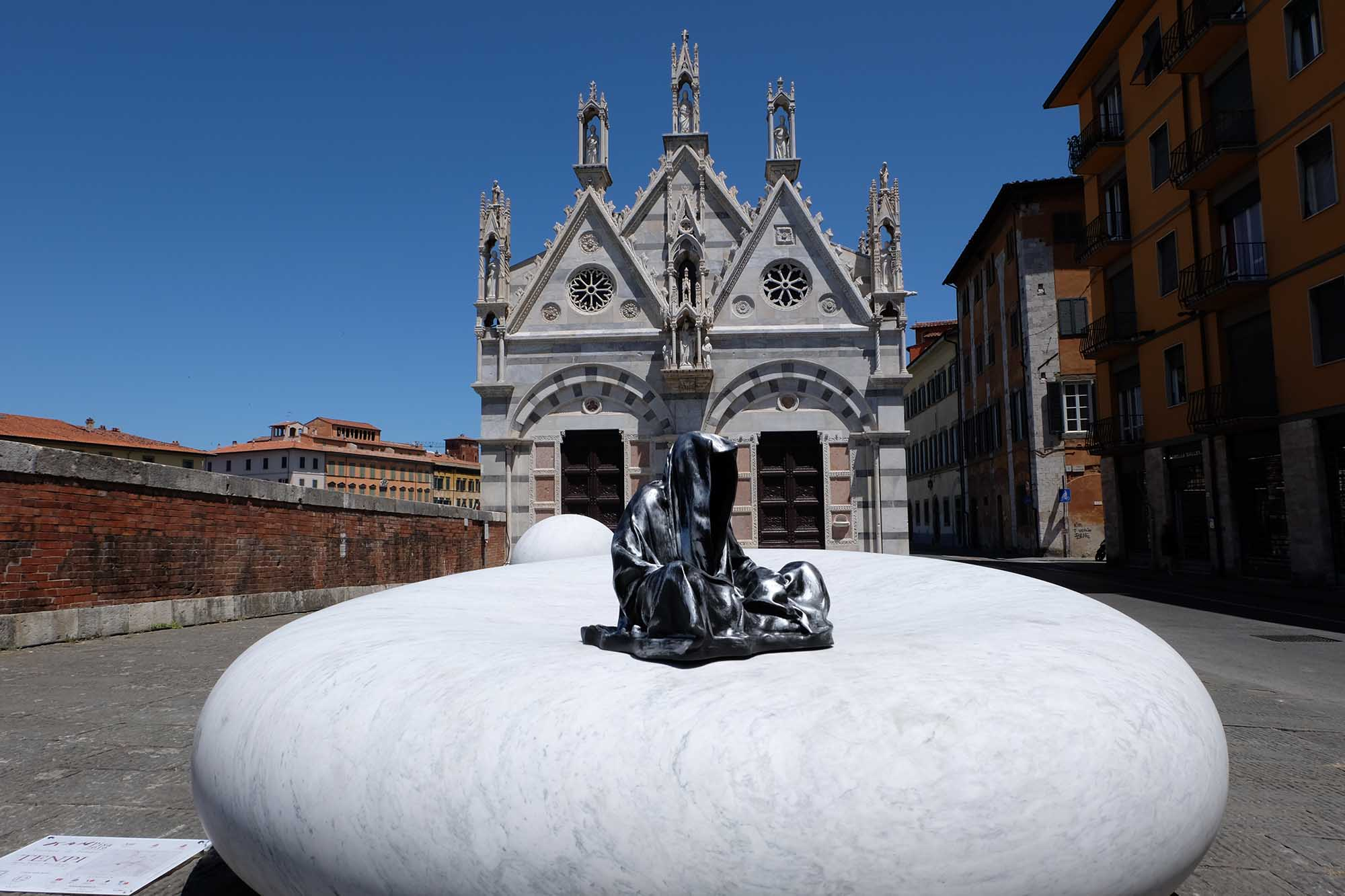 leaning tower of pisa italia guardians of time manfred kielnhofer contemporary fine art modern statue exclusive arts sculpture 3390
