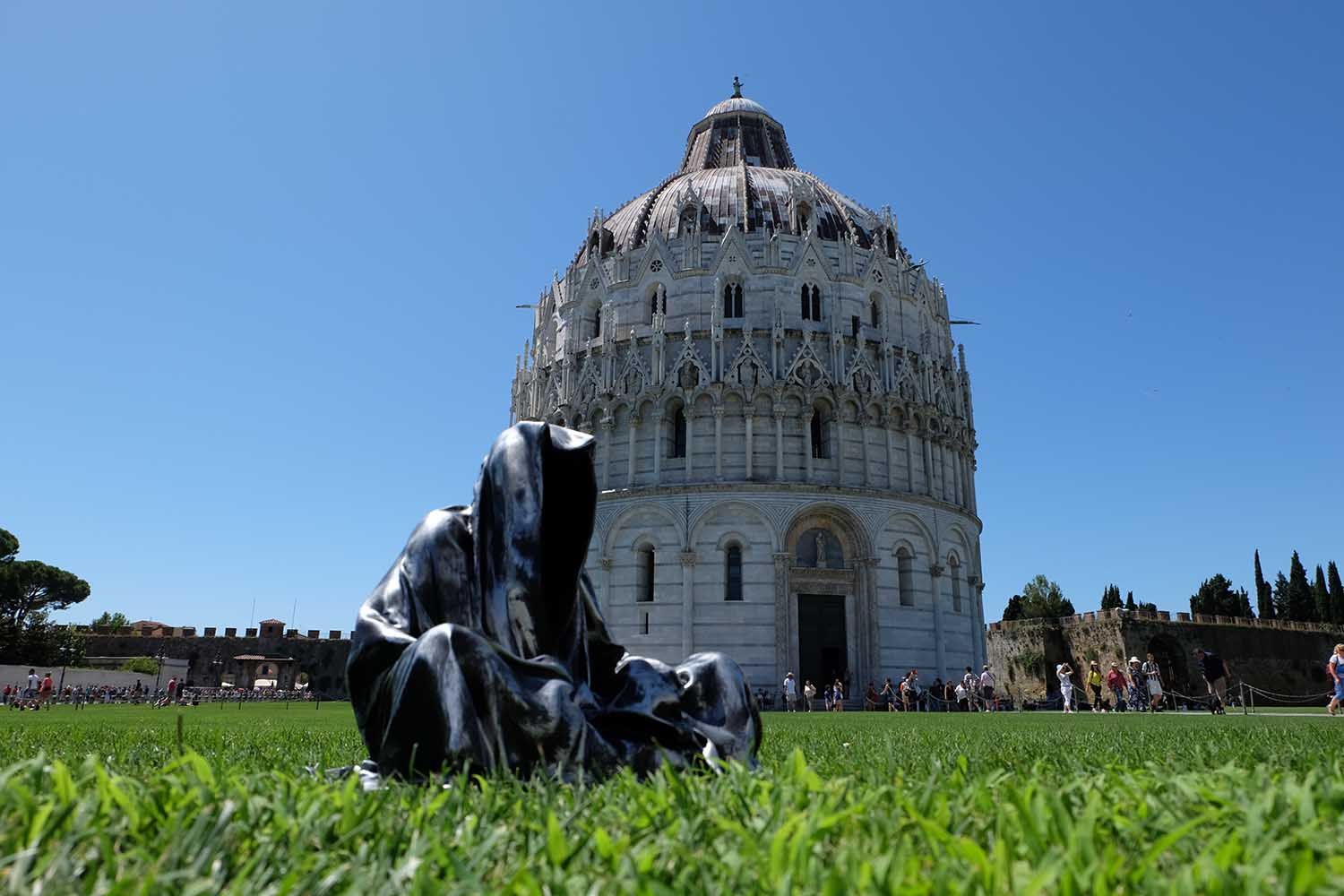 leaning tower of pisa italia guardians of time manfred kielnhofer contemporary fine art modern statue exclusive arts sculpture 3557