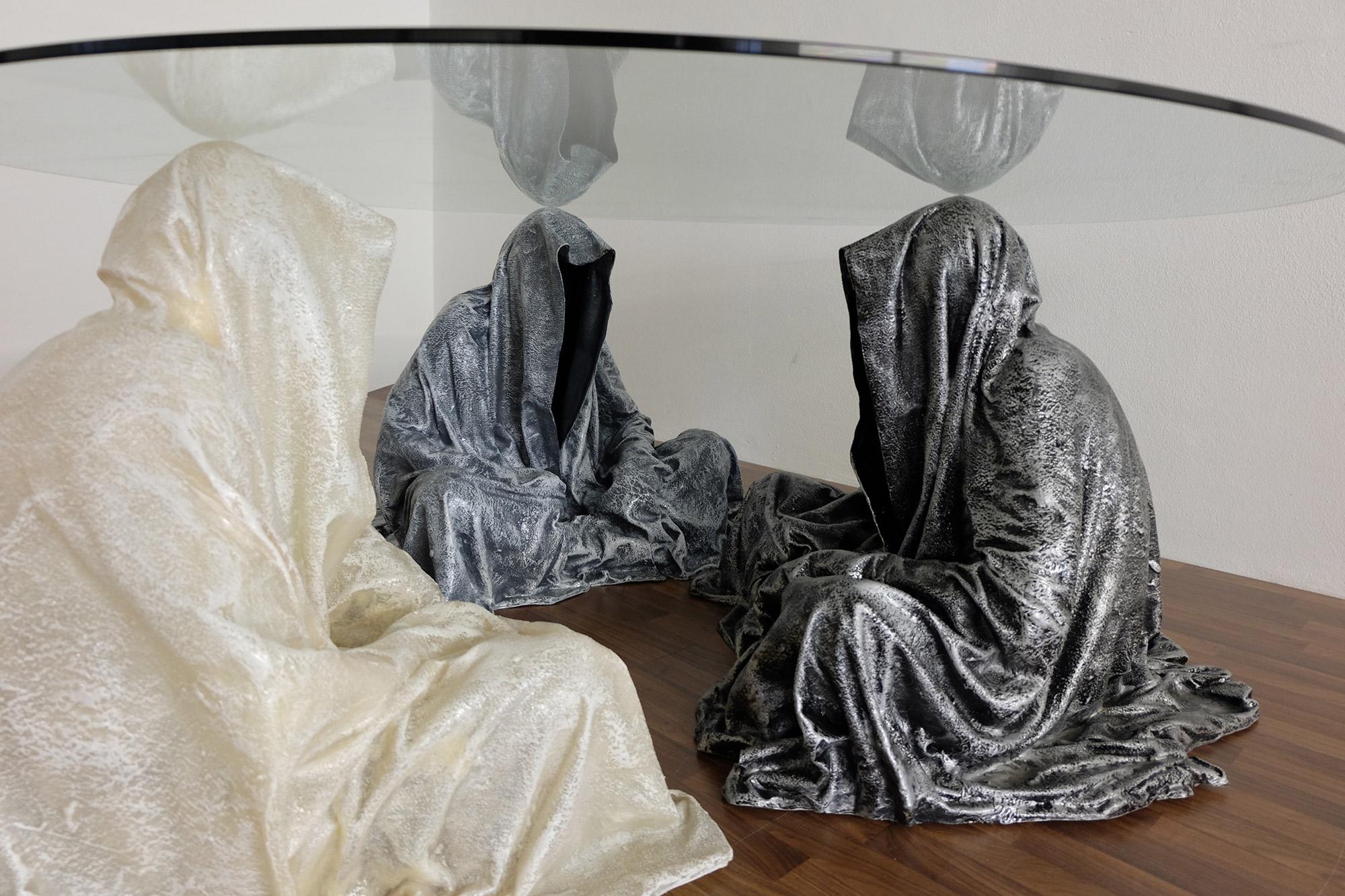 exclusive-furniture-guardian-table-glass-sculpture-statue-contemporary-light-art-design-antique-fine-art-manfred-kili-kielnhofer-4314