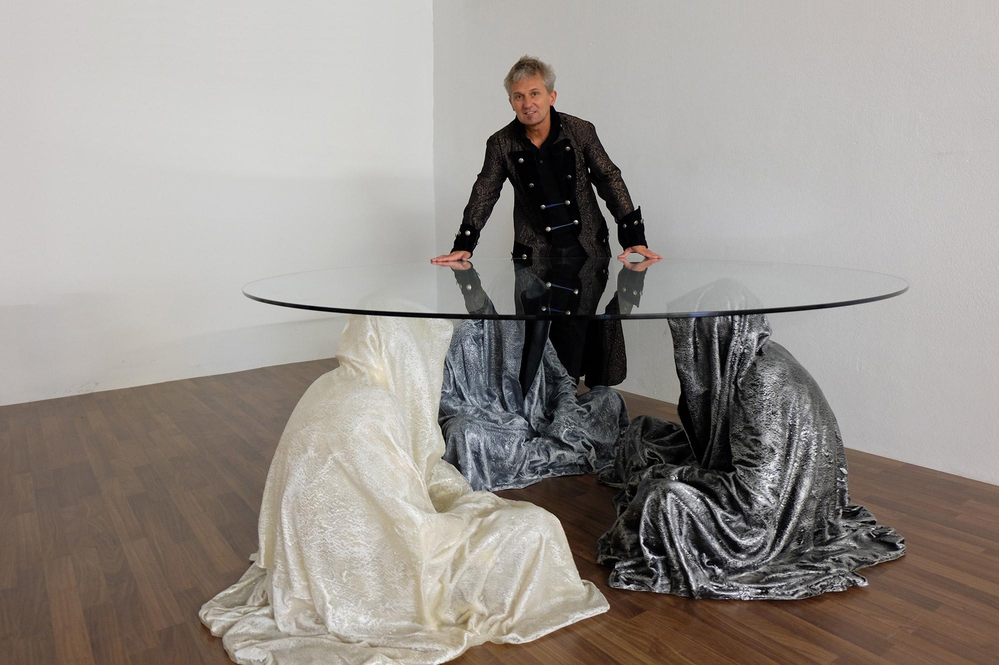 exclusive-furniture-guardian-table-glass-sculpture-statue-contemporary-light-art-design-antique-fine-art-manfred-kili-kielnhofer-4336y