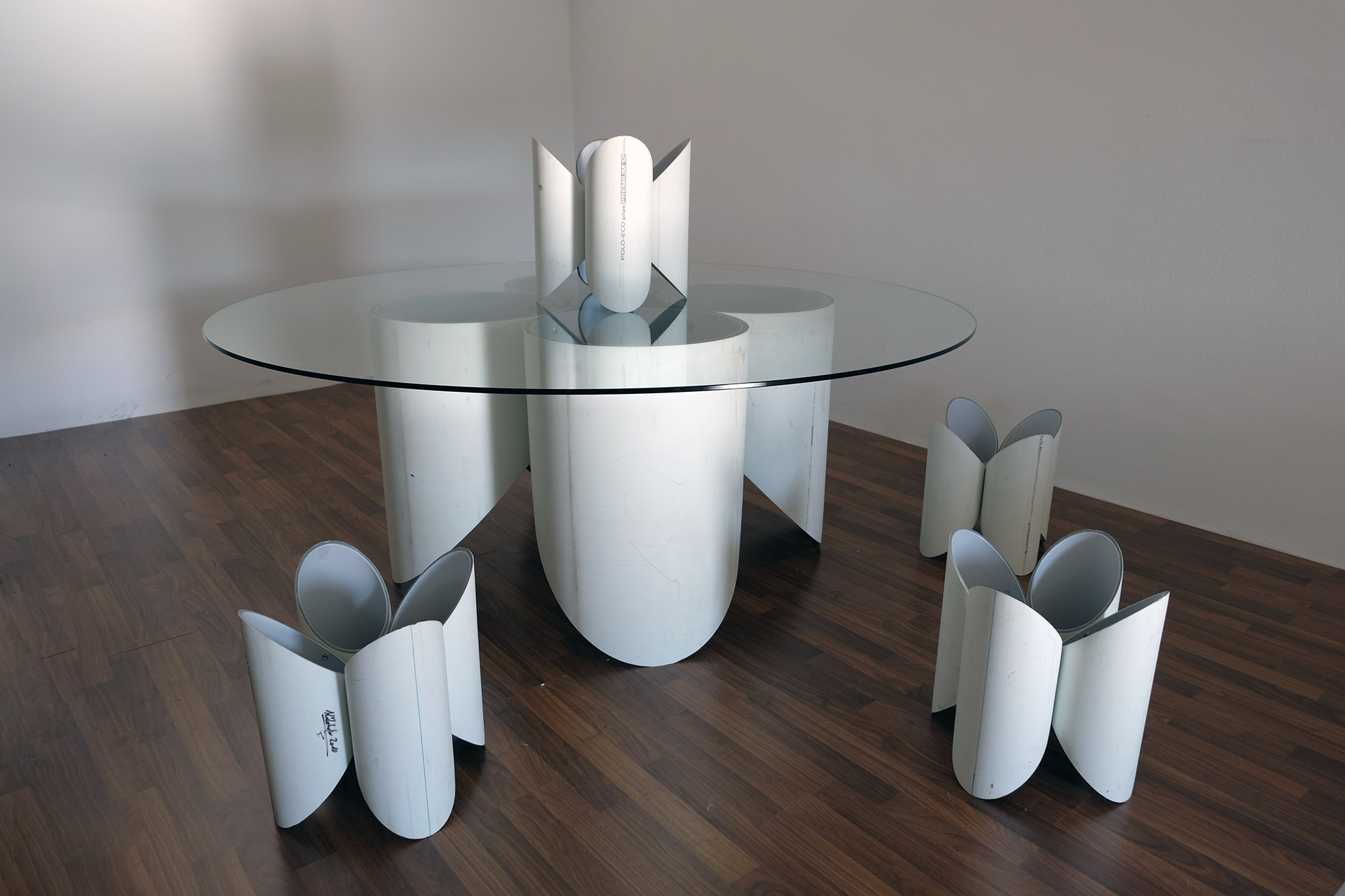 exclusive-furniture-guardian-table-glass-sculpture-statue-contemporary-light-art-design-antique-fine-art-manfred-kili-kielnhofer-7675y