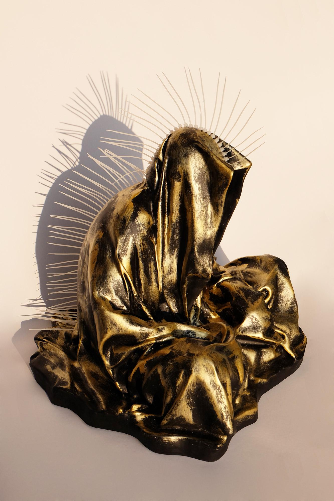guardians-of-time-manfred-kili-kielnhofer-contemporary-art-fine-arts-modern-design-famouse-statue-sculpture-plastic-gallery-cable ties zip ty museum-shop-store-faceless-irokese-7848
