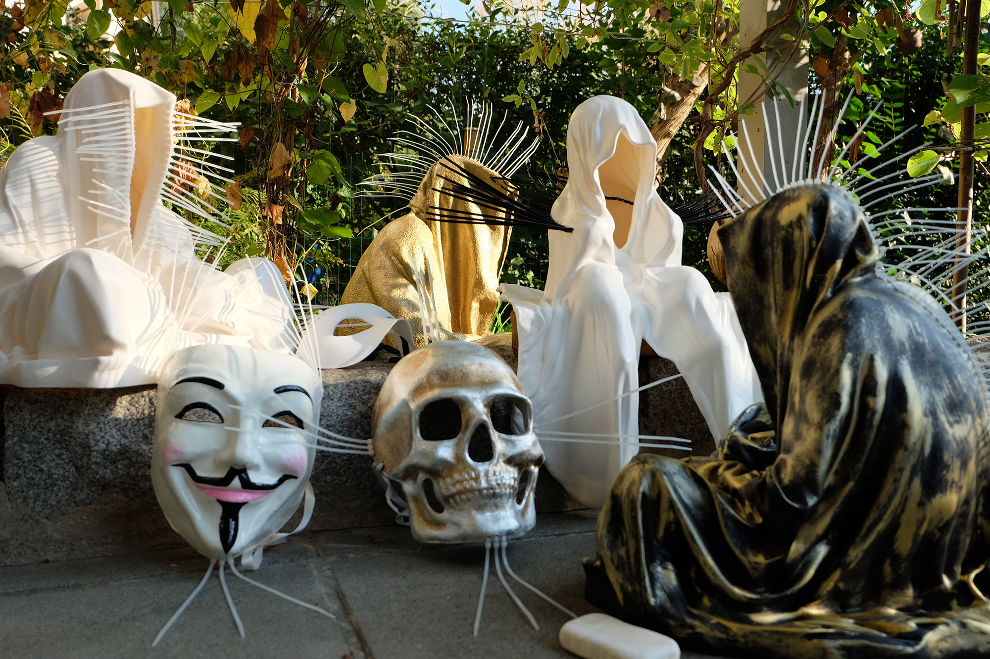 #faceless-#mask-#cableties-#ziptie-ty-#guardiansoftime-#manfredkielnhofer-#contemporaryart-#arts-#design-#sculpture-#statue-#museum-#gallery-#fineart-#lightart-#ghost-#anonymous-8083