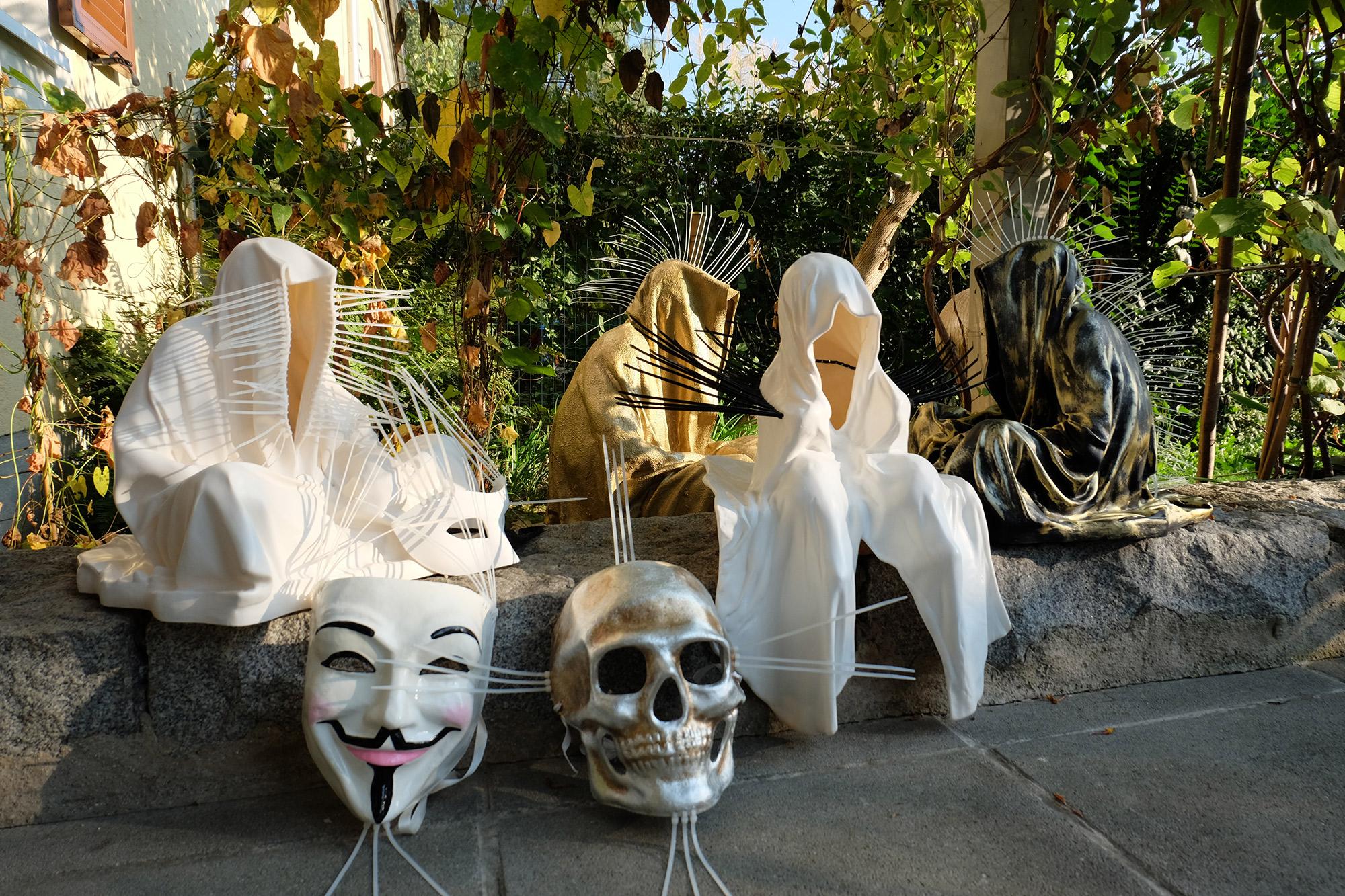 #faceless-#mask-#cableties-#ziptie-ty-#guardiansoftime-#manfredkielnhofer-#contemporaryart-#arts-#design-#sculpture-#statue-#museum-#gallery-#fineart-#lightart-#ghost-#anonymous-8090