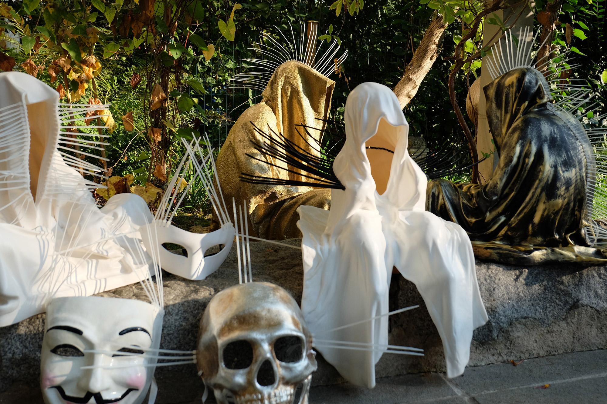 #faceless-#mask-#cableties-#ziptie-ty-#guardiansoftime-#manfredkielnhofer-#contemporaryart-#arts-#design-#sculpture-#statue-#museum-#gallery-#fineart-#lightart-#ghost-#anonymous-8101