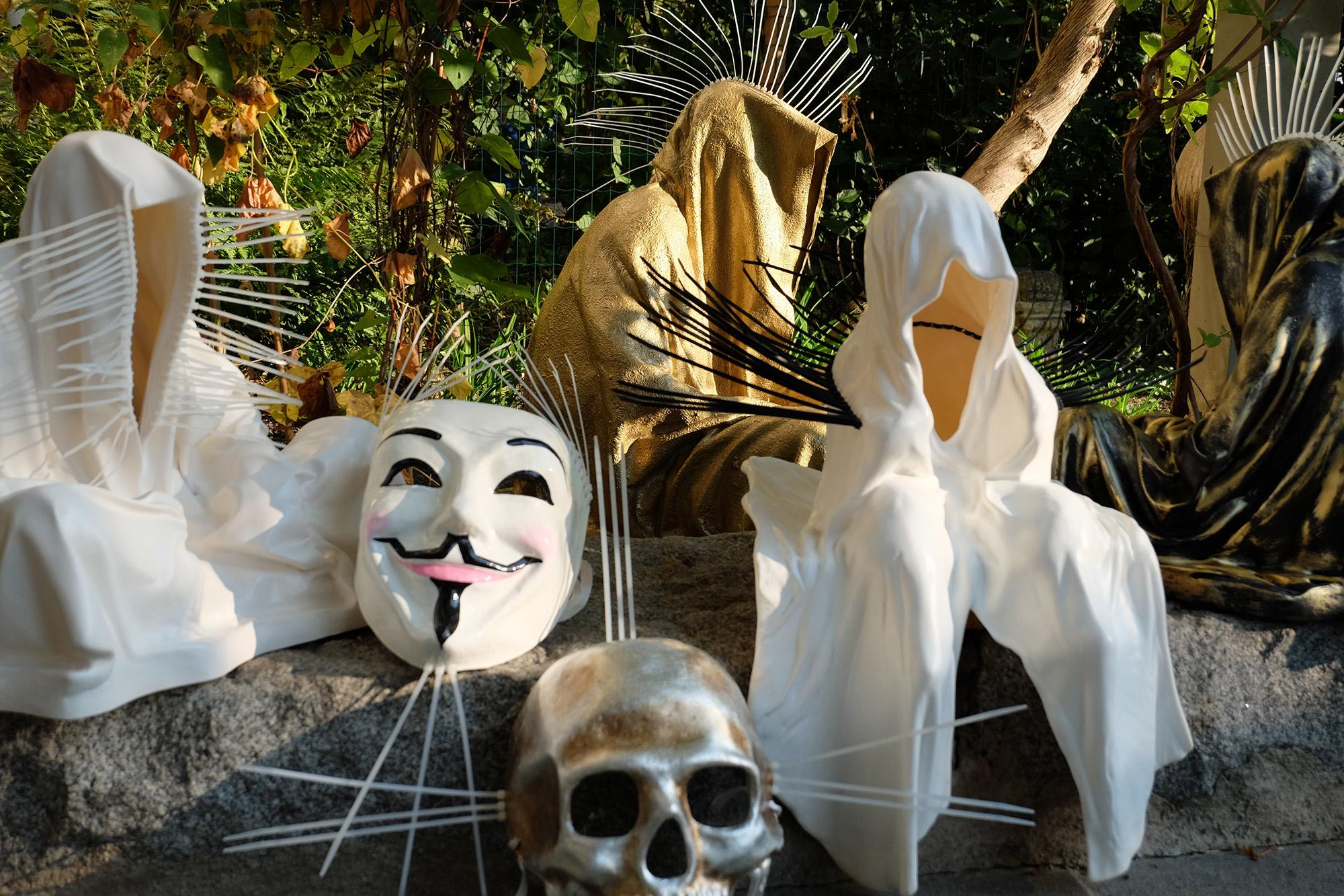#faceless-#mask-#cableties-#ziptie-ty-#guardiansoftime-#manfredkielnhofer-#contemporaryart-#arts-#design-#sculpture-#statue-#museum-#gallery-#fineart-#lightart-#ghost-#anonymous-8110