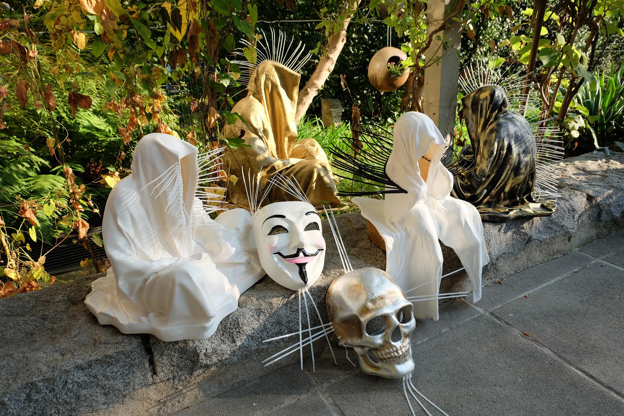 #faceless-#mask-#cableties-#ziptie-ty-#guardiansoftime-#manfredkielnhofer-#contemporaryart-#arts-#design-#sculpture-#statue-#museum-#gallery-#fineart-#lightart-#ghost-#anonymous-8114
