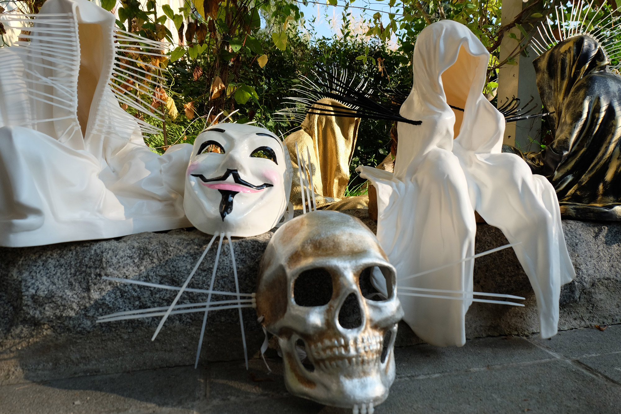 #faceless-#mask-#cableties-#ziptie-ty-#guardiansoftime-#manfredkielnhofer-#contemporaryart-#arts-#design-#sculpture-#statue-#museum-#gallery-#fineart-#lightart-#ghost-#anonymous-8122