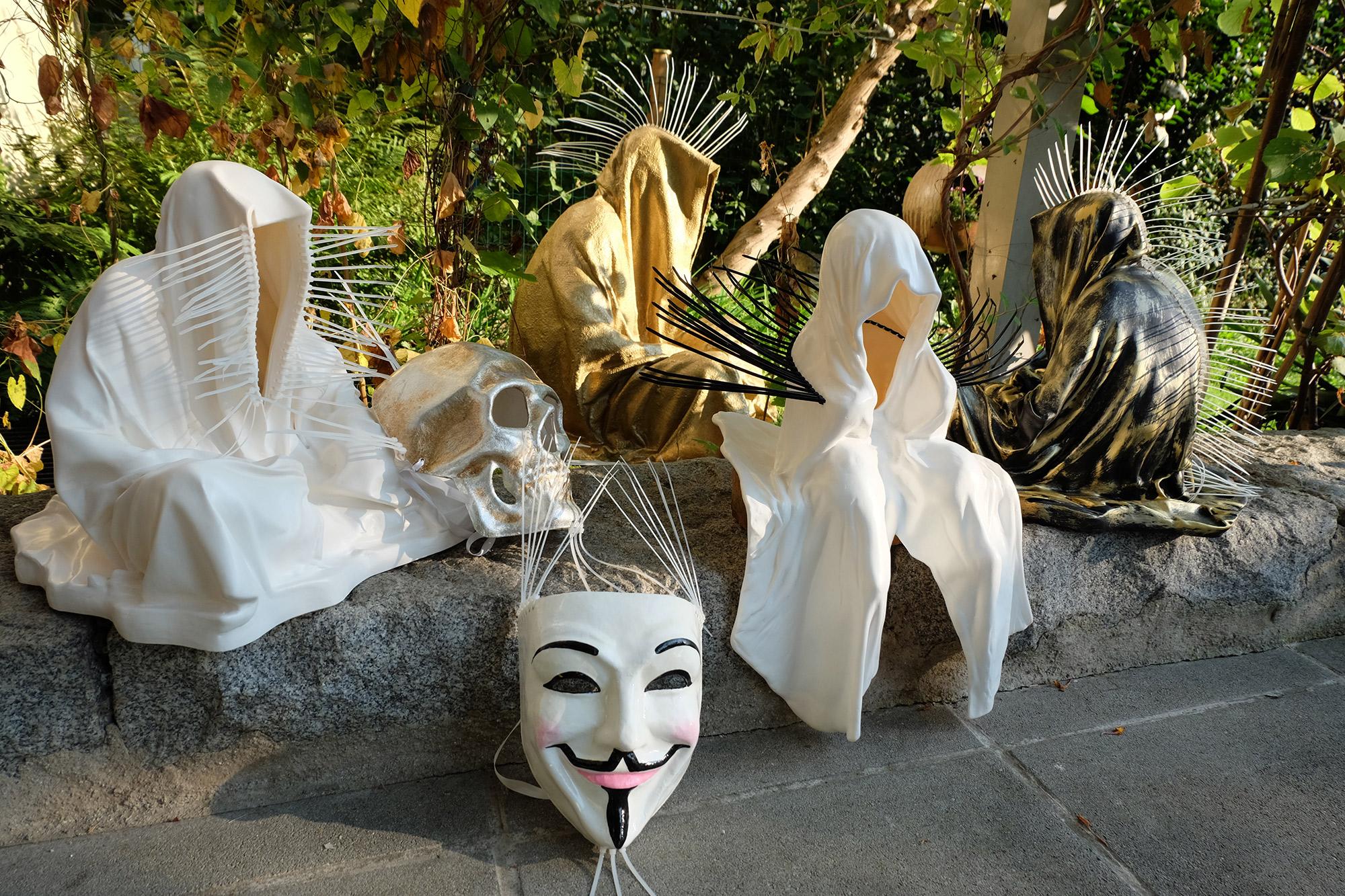 #faceless-#mask-#cableties-#ziptie-ty-#guardiansoftime-#manfredkielnhofer-#contemporaryart-#arts-#design-#sculpture-#statue-#museum-#gallery-#fineart-#lightart-#ghost-#anonymous-8129