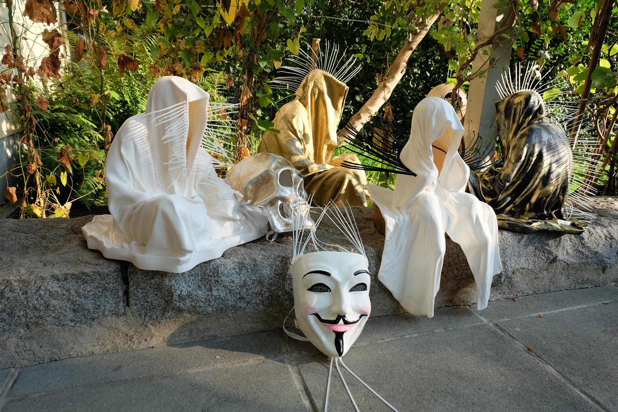 #faceless-#mask-#cableties-#ziptie-ty-#guardiansoftime-#manfredkielnhofer-#contemporaryart-#arts-#design-#sculpture-#statue-#museum-#gallery-#fineart-#lightart-#ghost-#anonymous-8137