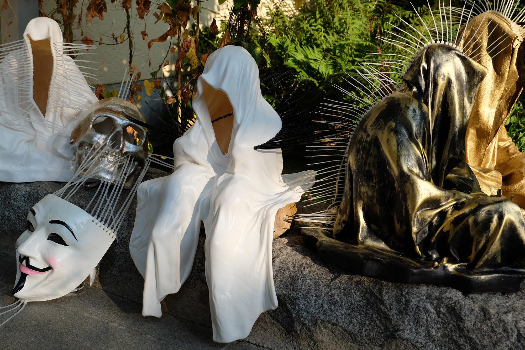 #faceless-#mask-#cableties-#ziptie-ty-#guardiansoftime-#manfredkielnhofer-#contemporaryart-#arts-#design-#sculpture-#statue-#museum-#gallery-#fineart-#lightart-#ghost-#anonymous-8143
