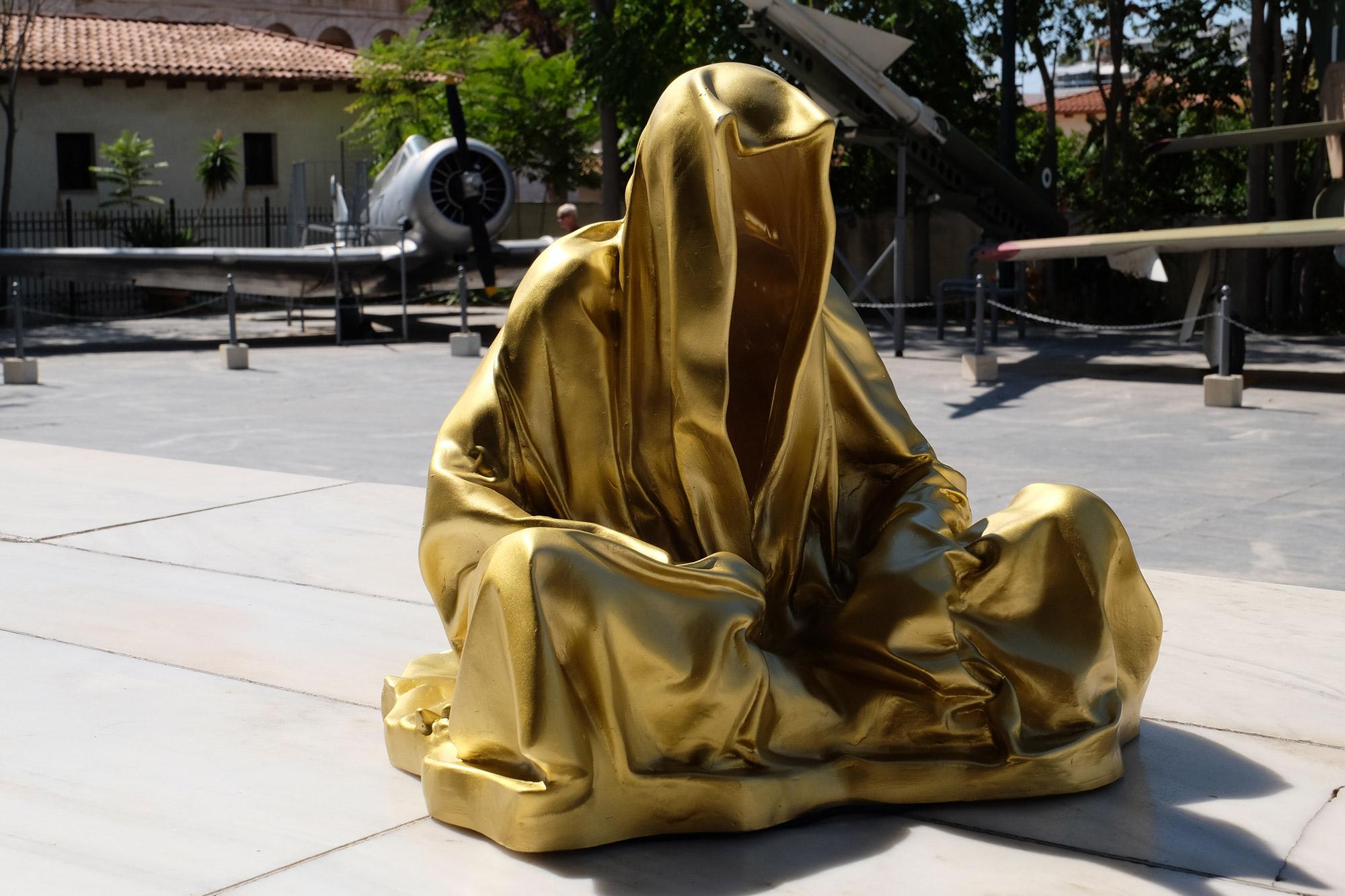 athens-acropolis-guardians-of-time-manfred-kili-kielnhofer-stone-marble-plastic-statue-sculpture-modern-art-fine-arts-arte-gallery-museum-show-8547