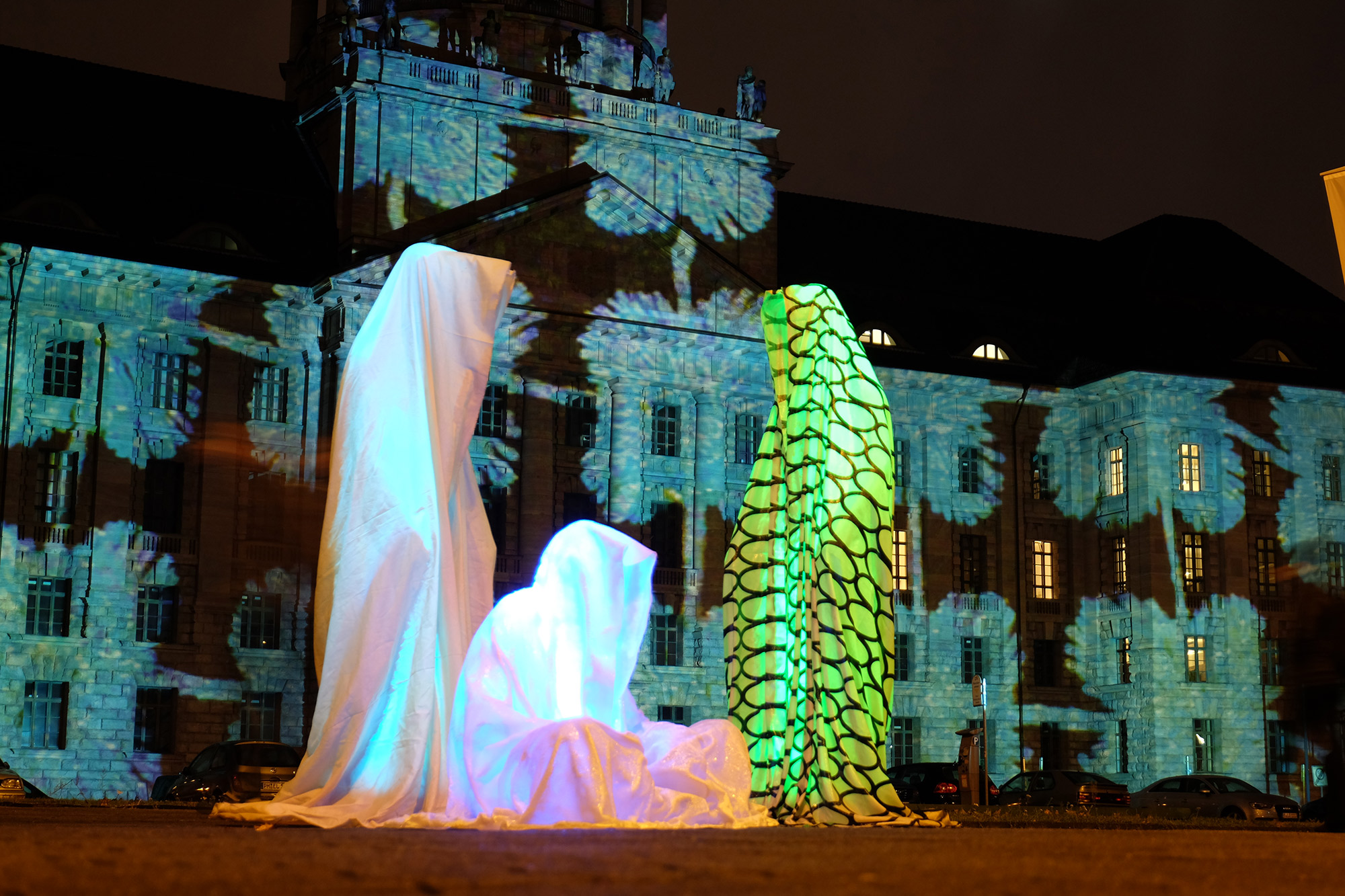 festival-of-lights-berlin-guardians-of-time-manfred-kielnhofer-lumina-light-contemporary-art-design-statue-sculpture-fineart-ghost-faceless-no-face-9216