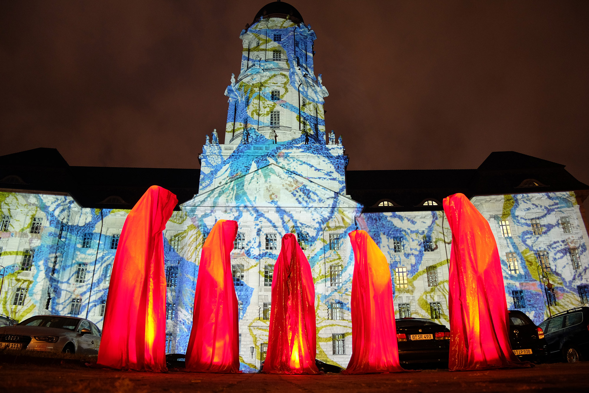festival-of-lights-berlin-guardians-of-time-manfred-kielnhofer-lumina-light-contemporary-art-design-statue-sculpture-fineart-ghost-faceless-no-face-9236