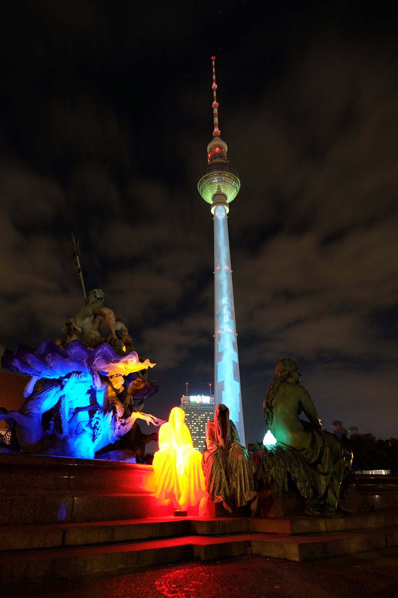 festival-of-lights-berlin-tv-tower-light-art-fine-arts-contemporary-art-guardians-of-time-manfred-kielnhofer-716