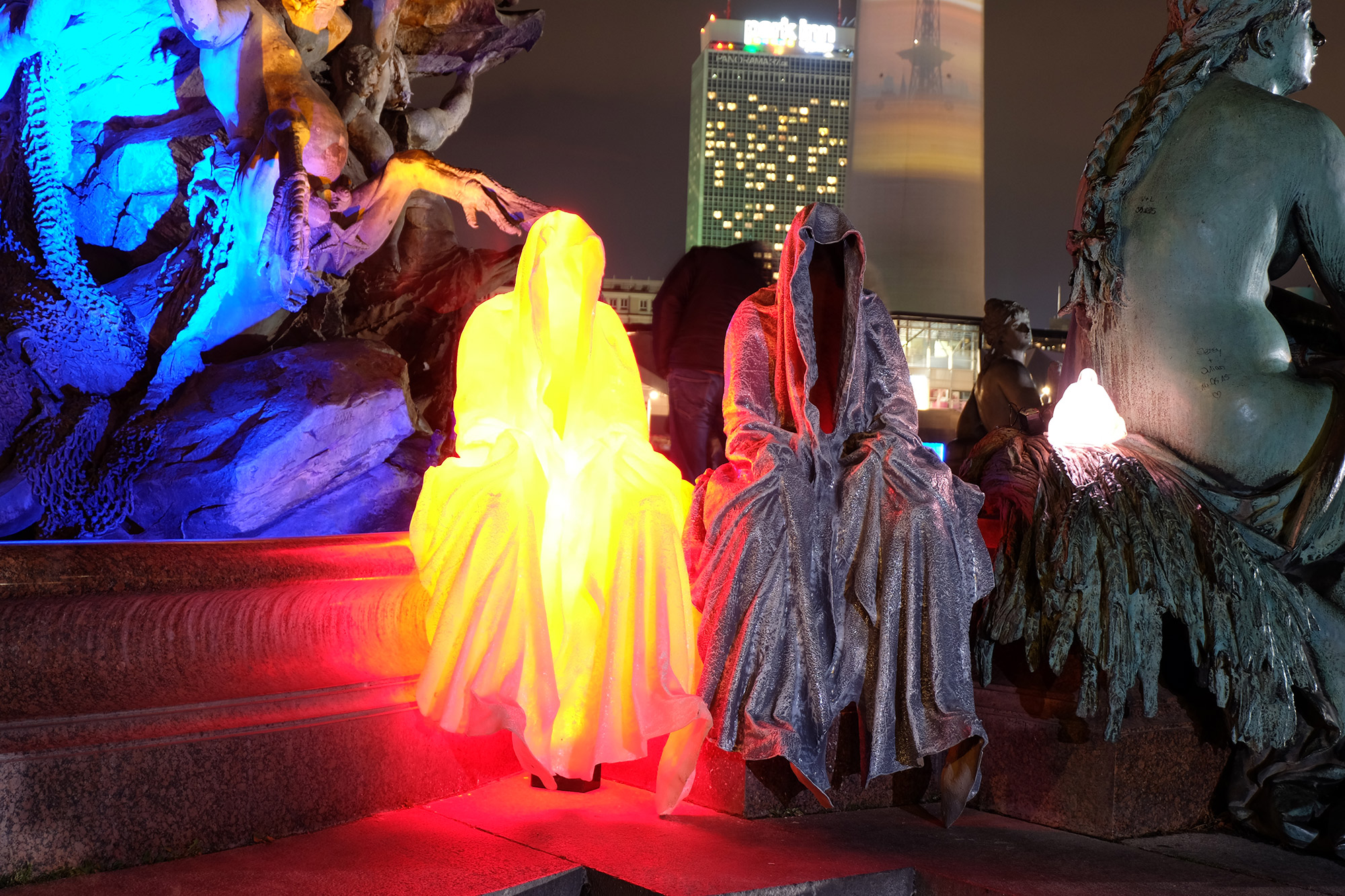 festival-of-lights-berlin-tv-tower-light-art-fine-arts-contemporary-art-guardians-of-time-manfred-kielnhofer-8722