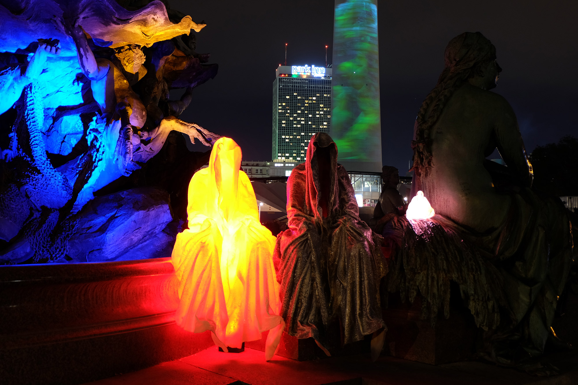 festival-of-lights-berlin-tv-tower-light-art-fine-arts-contemporary-art-guardians-of-time-manfred-kielnhofer-8731