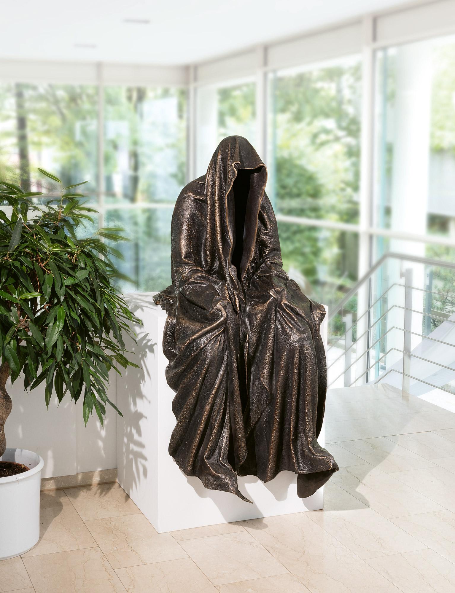 87735_art-foundry-strassacker-guardians-of-time-manfred-kielnhofer-sculpture-statue-ghost-faceless-bronze-fineart-arts-contemporary-art-modern-design