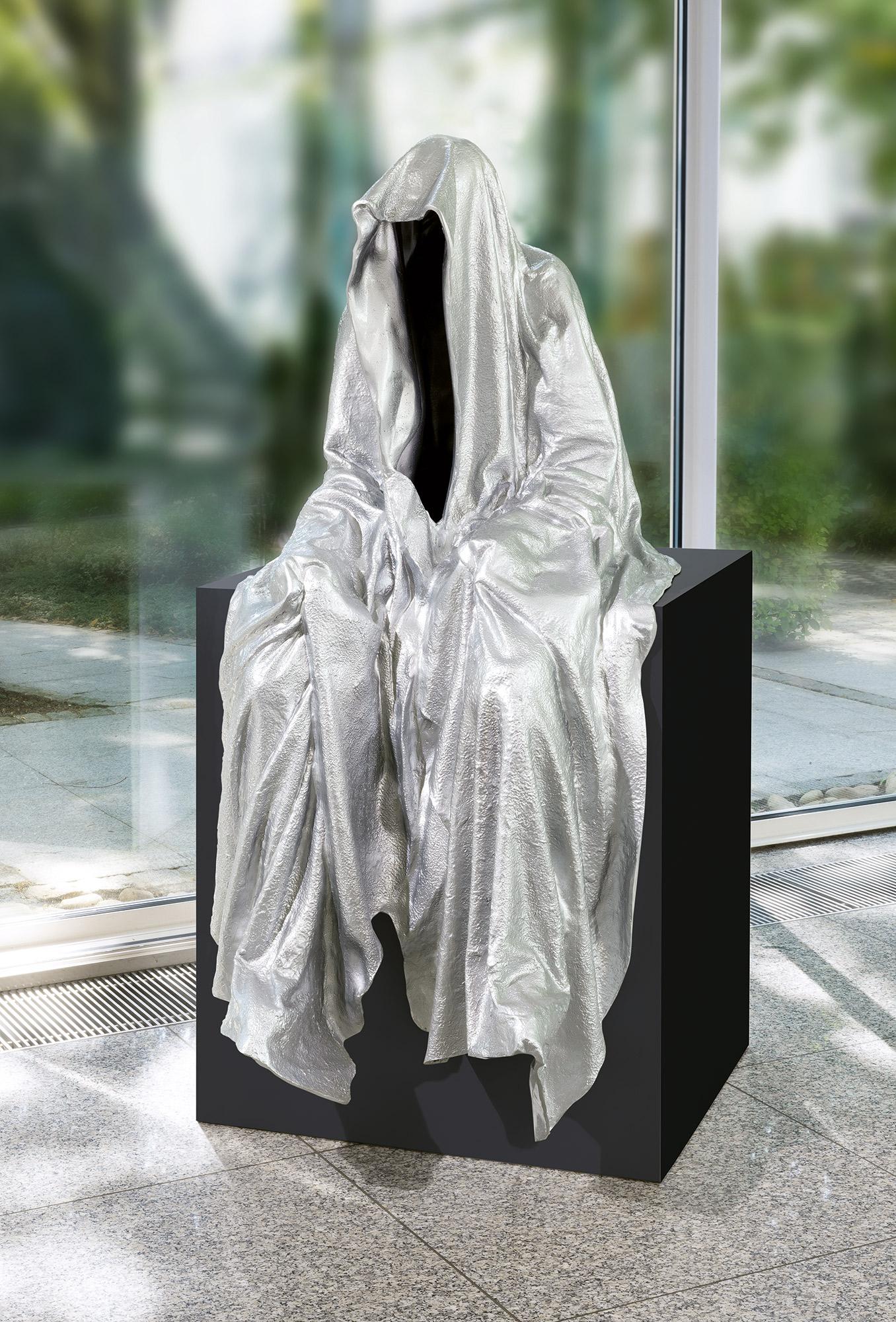 87773_art-foundry-strassacker-guardians-of-time-manfred-kielnhofer-sculpture-statue-ghost-faceless-bronze-fineart-arts-contemporary-art-modern-design