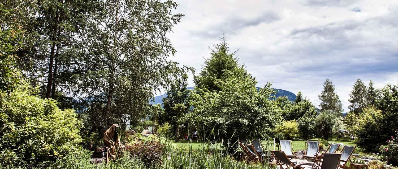 alpenwortegarten-wasnerin-guardians-of-time-manfred-kili-kielnhofer-contemporary-art-sculpture-statue-ghost-faceless-fineart-arts-arte-design-theater-nature-aussee-austria
